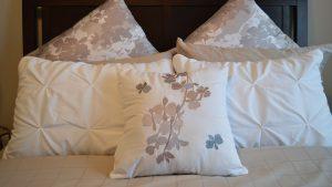 come rendere sicura camera da letto anziani demenza
