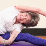 Insegnante di yoga a 98 anni: la storia di Tao Porchon-Lynch