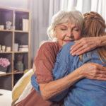 Figlie con genitori anziani fragili: come tornare a dormire la notte?