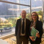 """Caregiver in Lombardia e VillageCare: l'aiuto possibile ai 360mila """"invisibili"""""""